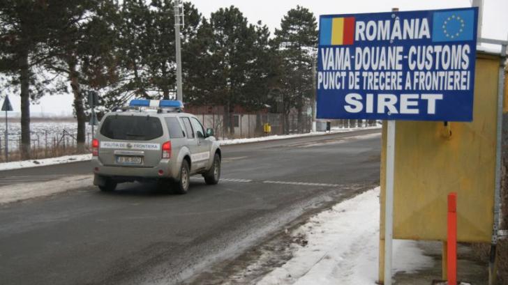 Un TIR ucrainean încarcat cu cărbune a luat foc în Vama Siret