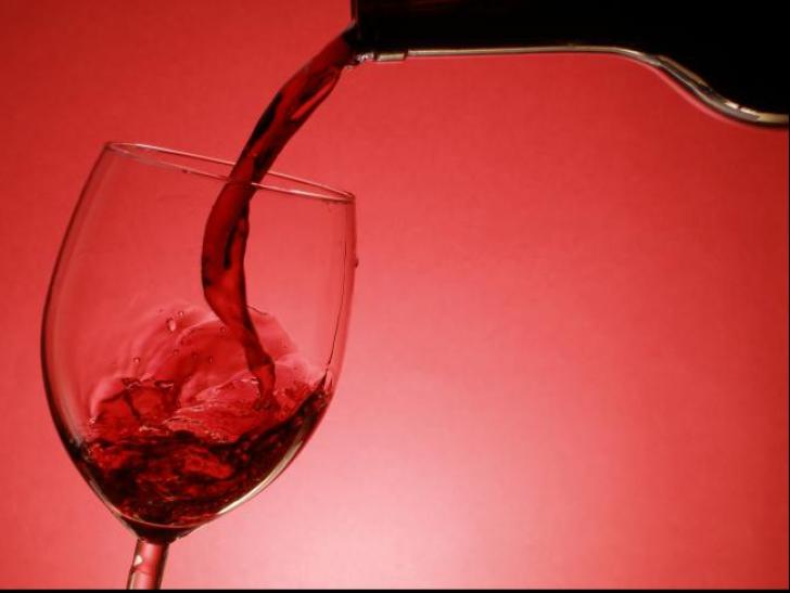 Ce se întâmplă dacă faci frecții cu vin roșu