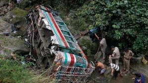 Accident tragic în India. Un autocar cu 40 de pasageri a căzut într-o prăpastie. 24 de morţi