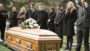I-a cerut soției să-l îngroape cu toţi banii agonisiţi. Te va uimi ce a făcut văduva la înmormântare