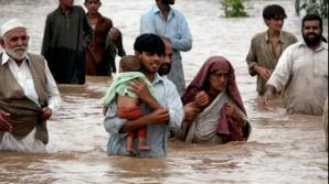 Inundaţiile din Pakistan. Cel puţin 55 de oameni au murit. Mii de case, distruse