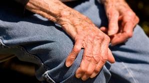 Lupta cu boala Parkinson în România: Bolnavii se plâng că nu se mai găsesc tratamentele în farmacii