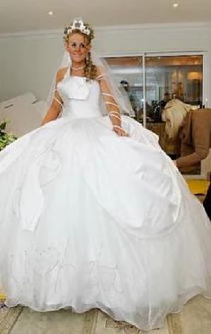 Nuntă De Romi în Anglia Rochia Miresei A Avut 60 De Kilograme