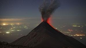Guatemala: Vulcanul Santiaguito erupe cu explozii piroclastice