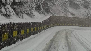 Ninge ca-n plină iarnă. Stratul de zăpadă va ajunge la 10 cm. Avertizarea făcută de meteorologi