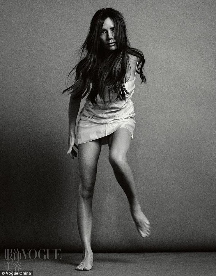 "Victoria Beckham și-a ""pierdut"" un picior în China. Imaginea care a viralizat Internetul"