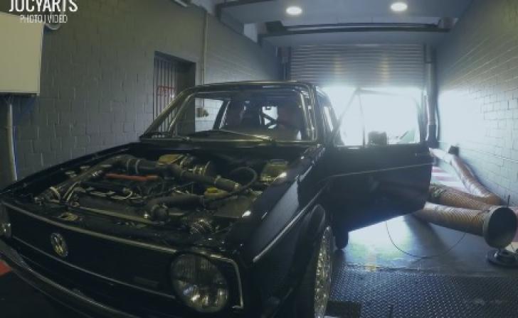 Au găsit la gunoi un VW Golf. Părea banal. L-au şters de praf, au ridicat capota. ŞOC ce au văzut