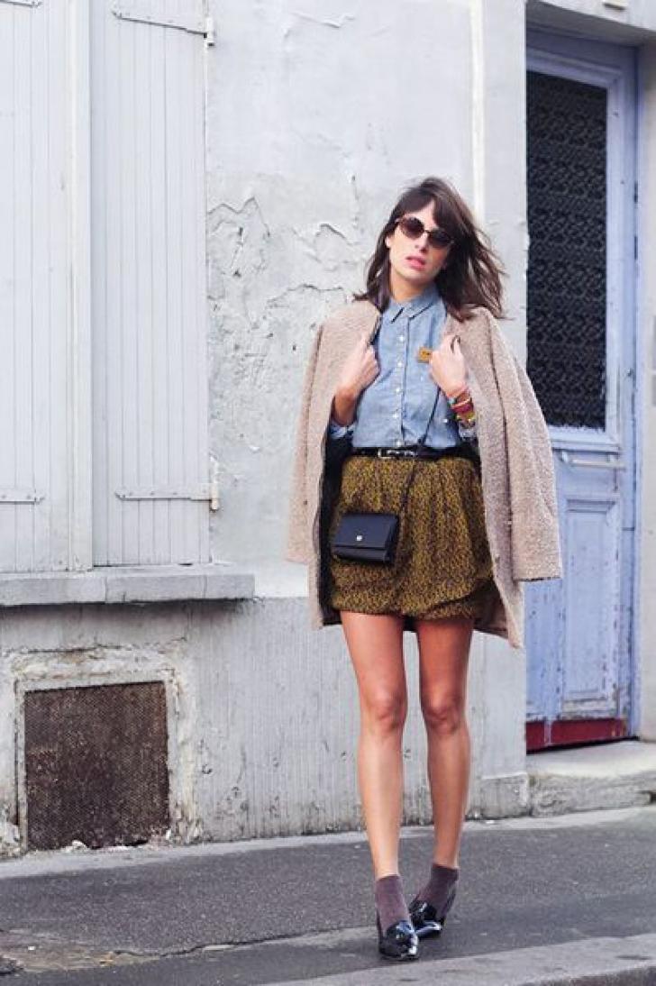 O nouă modă face furori: şosete + pantofi