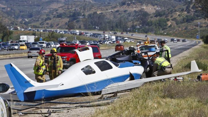 Un avion a lovit o maşină, pe o autostradă din SUA. Un mort şi cinci persoane rănite