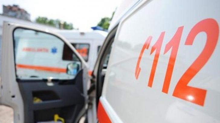 Accident în Bucureşti. Biciclist rănit după ce un poliţist l-a lovit cu portiera maşinii