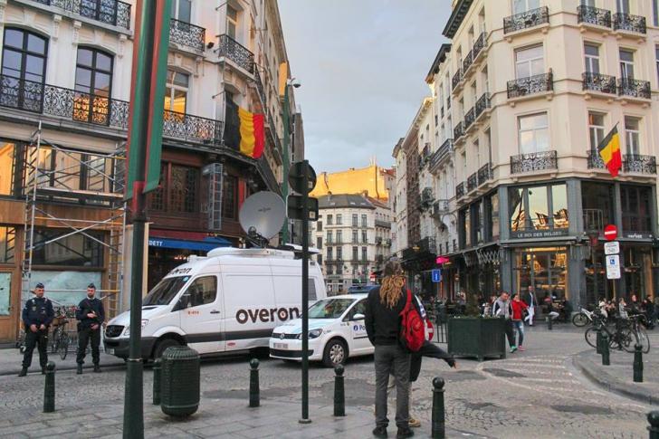 Alertă teroristă la Bruxelles. Amenințare cu bombă într-un centru comercial.