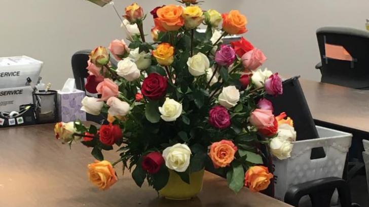 De ce un simplu buchet de flori i-a făcut pe toţi să plângă. Explicaţia e copleşitoare
