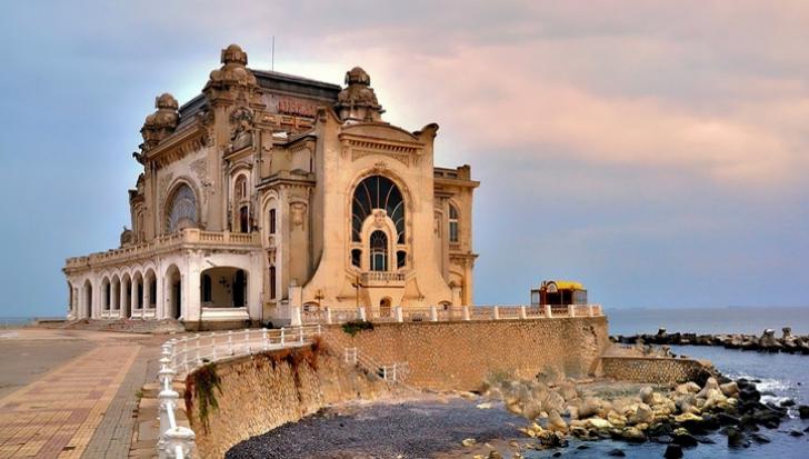 Cazinoul din Constanţa, din ce în ce mai degradat. De ce reabilitarea lui bate pasul pe loc