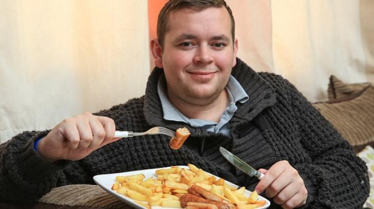 El este bărbatul care ştie sigur care e mâncare lui preferată. De 22 de ani doar asta mănâncă