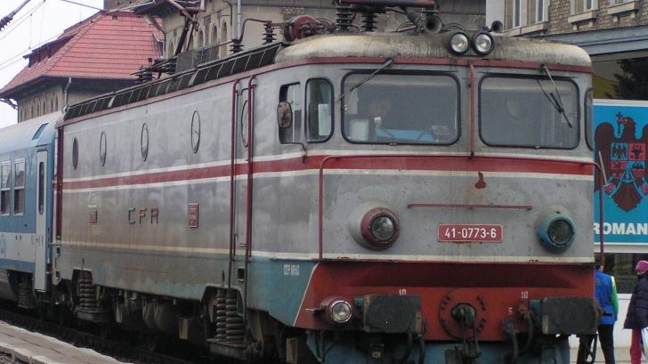 Accident feroviar în Gara Curtici: cinci locomotive implicate; doi mecanici de tren, răniţi