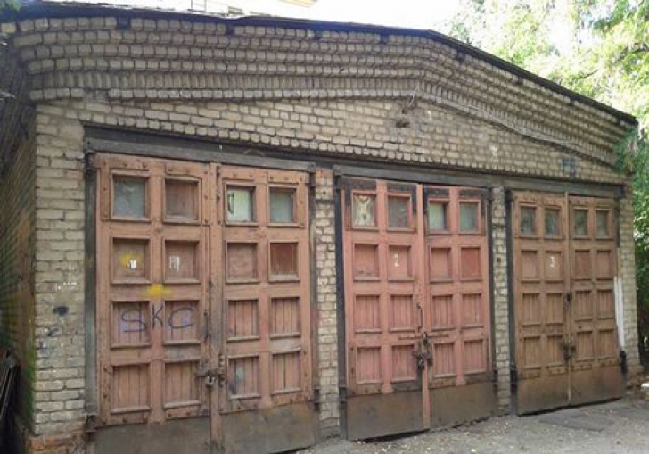 A primit moștenire un garaj dărăpănat. Nimeni nu mai intrase în el de zeci de ani. L-a deschis și...