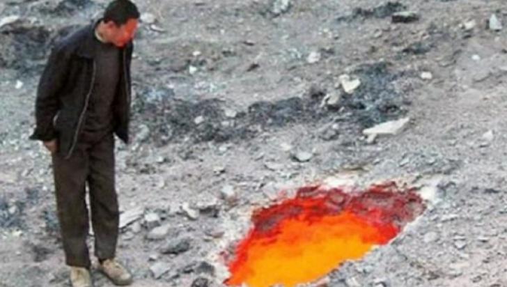 Au descoperit o gaură din care ieșeau flăcări. Când s-au apropiat, au înlemnit. Este Poarta Iadului