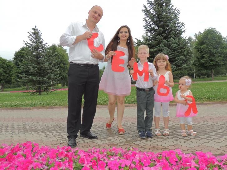 Un cuplu din Kazahstan a recreat fotografiile din ziua nunții de acum 10 ani
