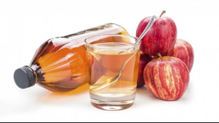 A băut o linguriţă de oţet de mere în fiecare seară, înainte de culcare. Efectul a fost miraculos