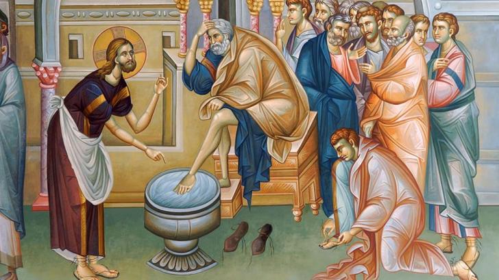 Ritualul smereniei în Joia Mare. Înalţi prelaţi au spălat pe picioare 12 persoane