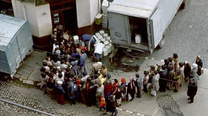 Paştele în România comunistă: amintiri cu miel de contrabandă şi copii vânaţi
