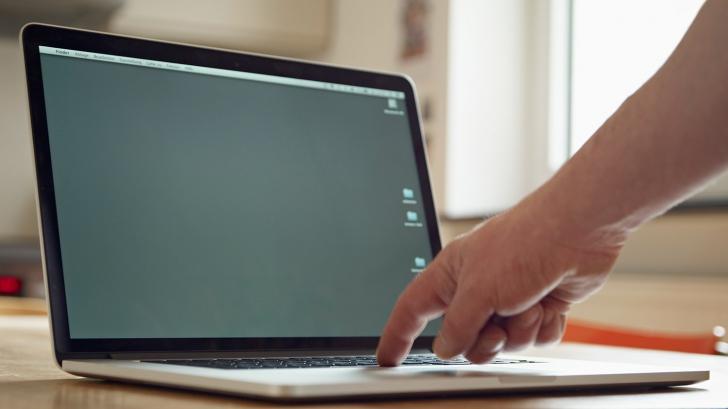 Lăsaţi laptopul în stand by? Motivul pentru care trebuie să îi daţi restart acum