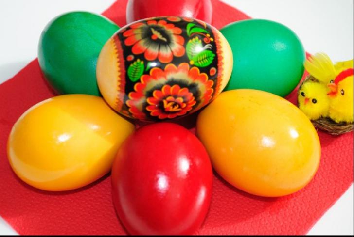 Ce simbolizează culorile ouălor vopsite pentru Paște