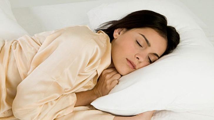 Medicii trag un semnal de alarmă: Nu trebuie să mai dormim îmbrăcaţi cu aceste haine!