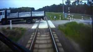 VIDEO. Pasagerii dintr-un tren, salvați ca prin minune, în urma unui accident violent