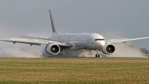 Aterizare de urgenţă pe Aeroportul Timişoara, după ce au descoperit o problemă gravă la avion