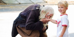 Când vei afla cine e acest bătrân, vei izbucni în lacrimi! Un SFÂNT! Toată lumea îl caută pentru...