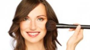 8 trucuri de machiaj ca să arăţi mai tânără cu câţiva ani