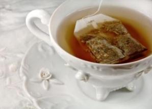 NU le mai arunca! Uite ce poţi să faci cu pliculeţele de ceai după ce le foloseşti