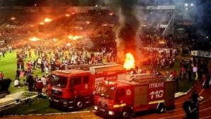 VIDEO. Suporterii au dat foc stadionului, furioși că echipa lor a retrogradat