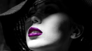 Geşeala pe care o fac toate femeile când aplică ruj pe buze