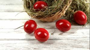 Cât timp pot fi consumate în siguranţă ouăle roşii de la Paşte