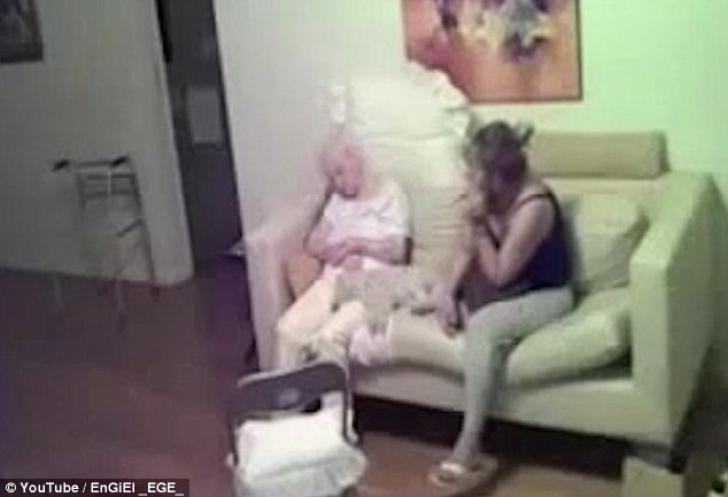 A luat o îngrijitoare pentru bunica ei. Ceva ciudat se întâmpla. A pus o cameră-video.ŞOC ce a aflat