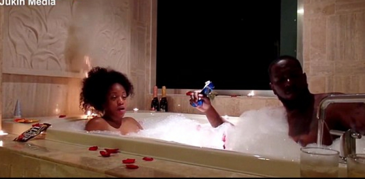 Pregătise baia pentru o seară de amor. A umplut cada cu spumă, dar ȘOC! Când a apărut femeia...