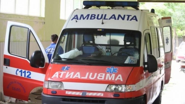 POD SURPAT în judeţul Prahova: 20 de oameni au căzut în apă