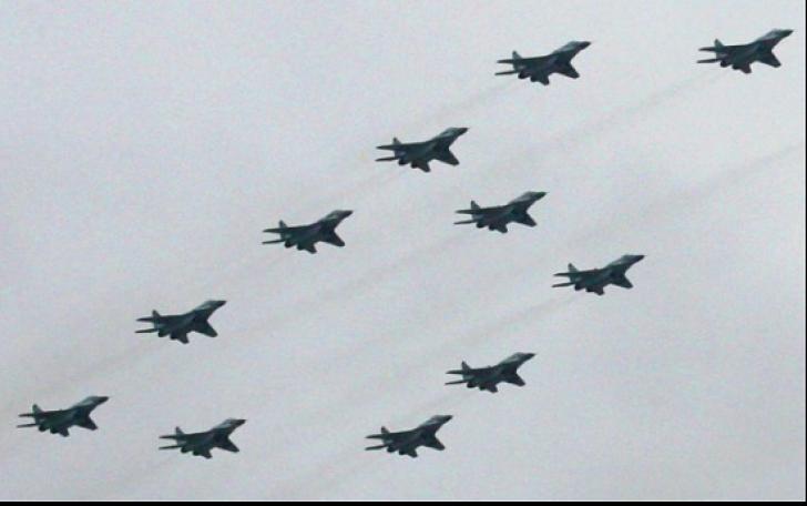 Atac aerian asupra unei tabere de refugiaţi: zeci de morți