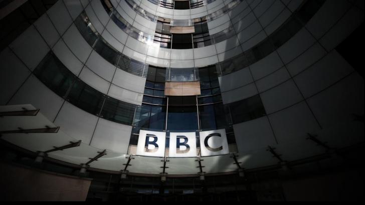 Nou SCANDAL la BBC - sute de directori, plătiţi cu peste 16.000 de euro lunar