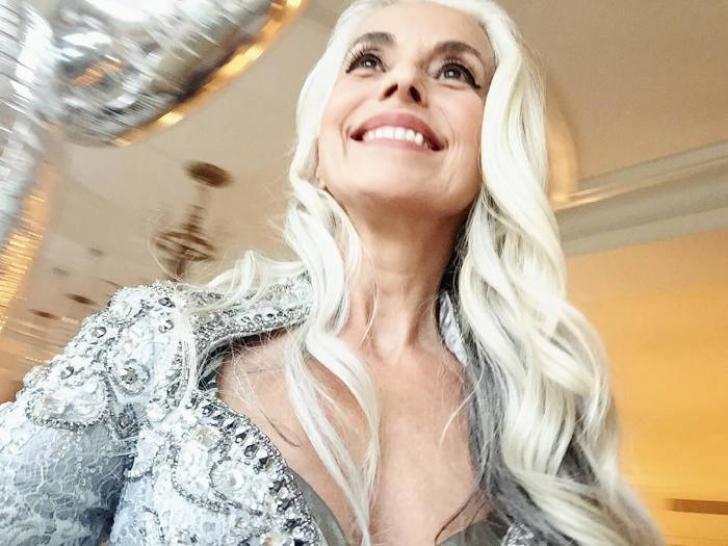 Nimeni nu ştia de ea până la 45 de ani, dar acum, la 61 de ani, este model şi uimeşte lumea!