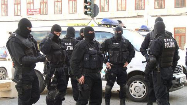 Român arestat pentru acte de terorism: Intenţiona să bombardeze forţele MAI
