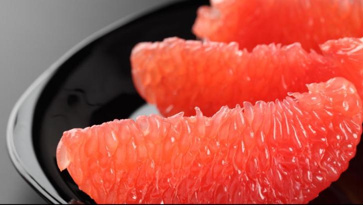Patru motive să mănânci grapefruit în fiecare zi