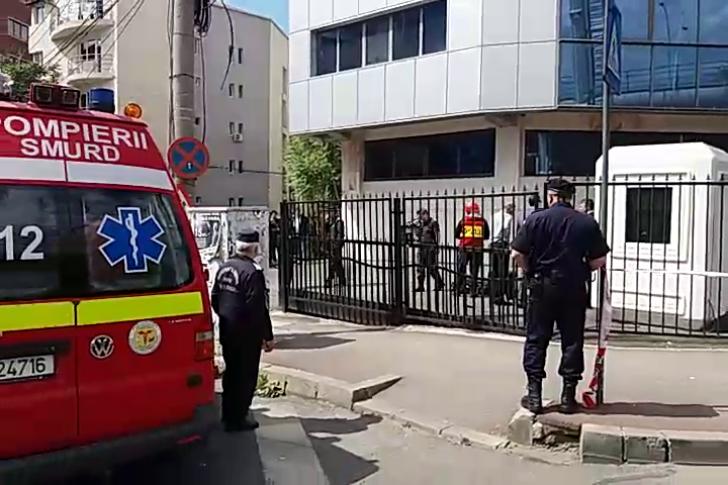 Incendiu la o clădire din Bucureşti: 65 de persoane evacuate. Doi angajaţi, la spital UPDATE