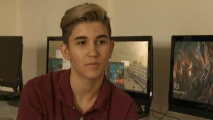 La 17 ani este inginer software în Bucureşti. De curând, s-a întâlnit cu şeful Facebook