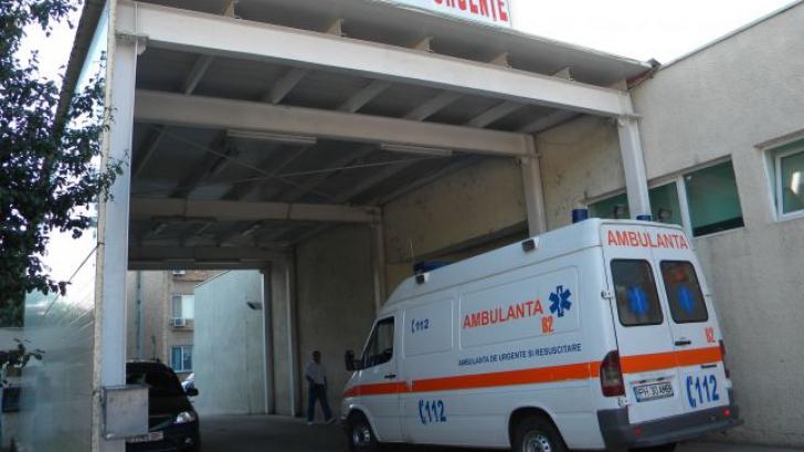 Tânăr de 21 de ani, căzut de la etajul al doilea al Spitalului Județean Ploiești. Care e starea lui