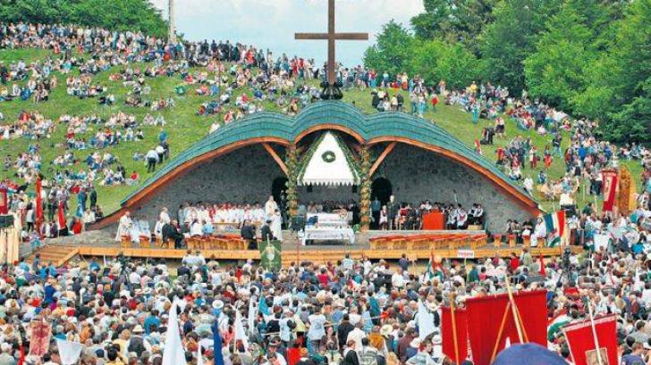 Korodi Attila cere soluții de la Guvern pentru pelerinajul catolic de Rusalii de la Șumuleu Ciuc