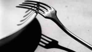 Dieta cu furculiţa te scapă de kilogramele în plus! În ce constă cura preferată a celebrităţilor