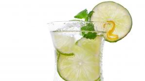 De ce e bine să bei apă cu lămâie în fiecare dimineaţă
